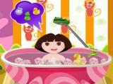 Dora prend son bain